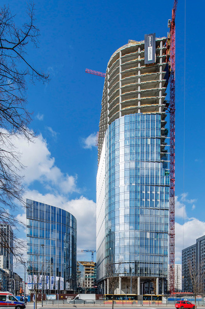 The Mennica Legacy Tower Complex features a 35-story tower and a 10-story tower. Photo courtesy of Goettsch Partners.