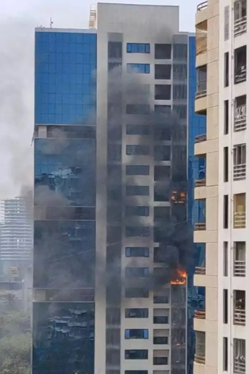 Around 1,000 people were in the building when the fire broke out. Many of them came out safely after noticing the blaze, before the arrival of the fire brigade.