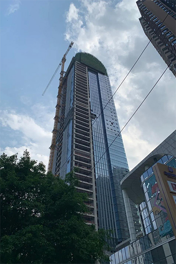 The 218-meter office and hotel building started construction in 2017 and is planned to wrap up in 2020.