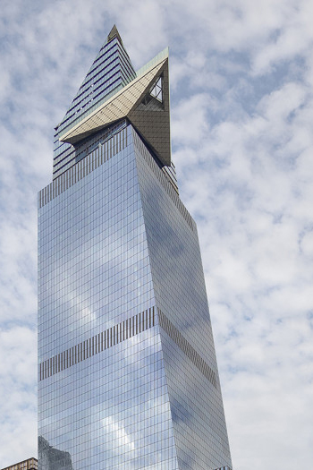 The skydeck, which offers staggering views over New York City, was only opened for a short while before the pandemic caused it to close. It is now open to the public again. Image credit: Lester Ali via CTBUH.