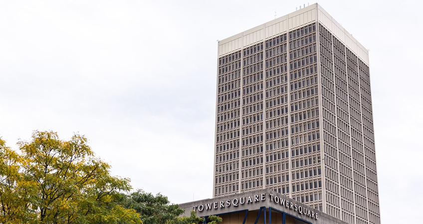 The 1970-built Tower Square was a Pietro Belluschi project, who designed one of the first International Style office buildings in the US with the Equitable Building in Portland.