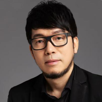 Jianhe Luo, portrait