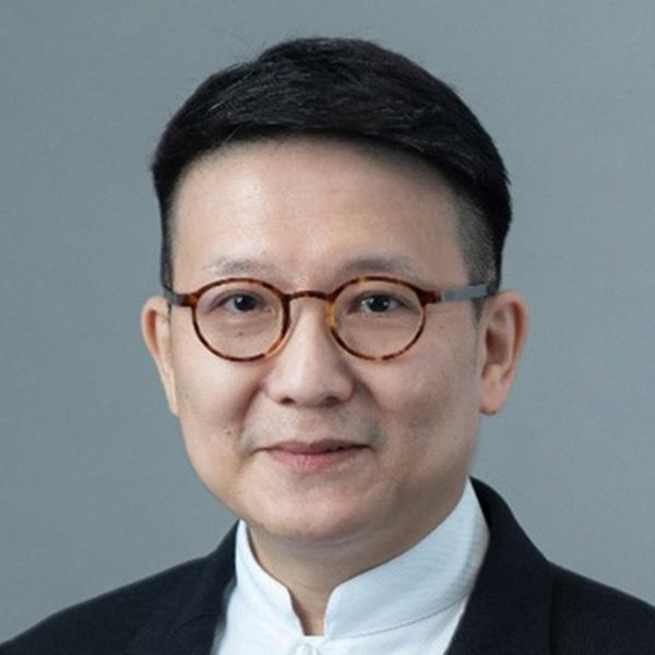 M.K. Leung, portrait