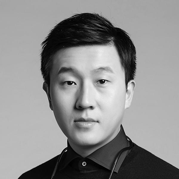 Yibo Xu, portrait