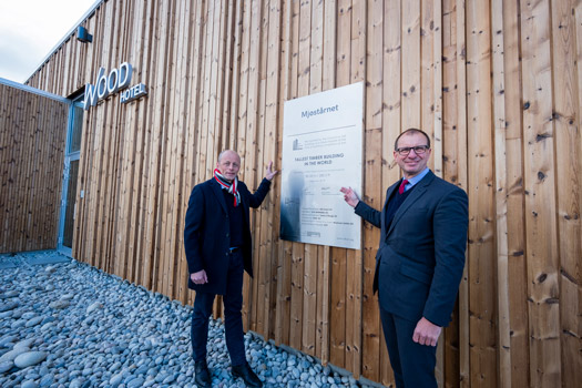 Rune Abrahamsen, CEO of Moelven Limtre, and Steve Watts, Chairman of CTBUH, in front of Mjøstårnet