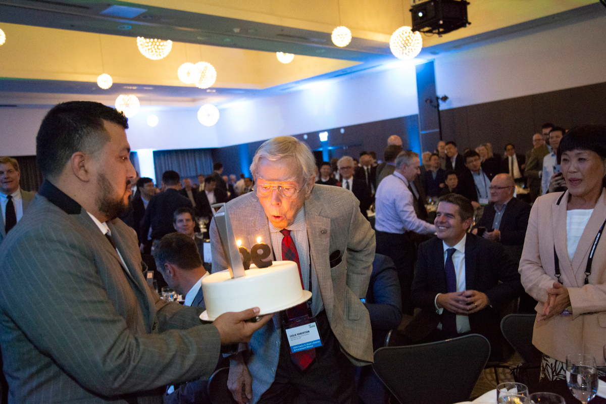 Leslie Robertson blows out the candles of his 90th birthday cakes at the CTBUH 2018 Tall and Urban Innovation Conference